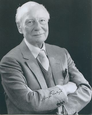 SIR JOHN GIELGUD: 15x12cmphotograph authentically