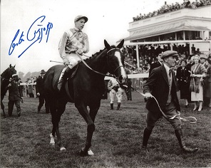 LESTER PIGGOTT: 8x10 inch photosigned by Lester Pi