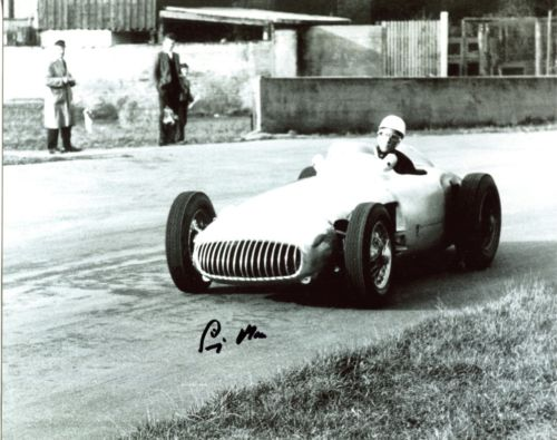 SIR STIRLING MOSS: 8x10 inch photosigned by Britis