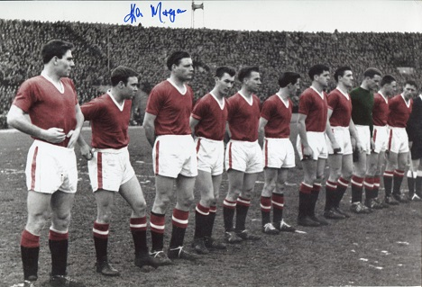 MANCHESTER UNITED: 8x12 inchphoto signed by the la