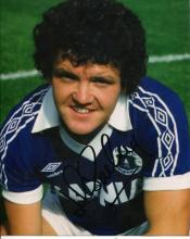EVERTON: 8x10 photo signed byformer Everton defend