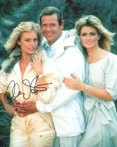 JAMES BOND: 8x10 inch photographsigned by former M