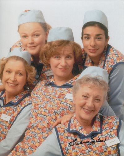 DINNERLADIES: 8x10 inch photo signedby actress The
