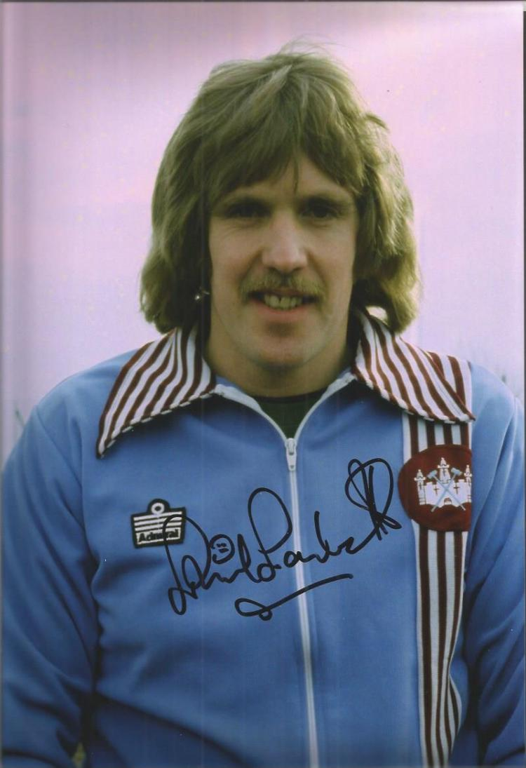 PHIL PARKES signed West Ham 8x12 Photo. Good condi
