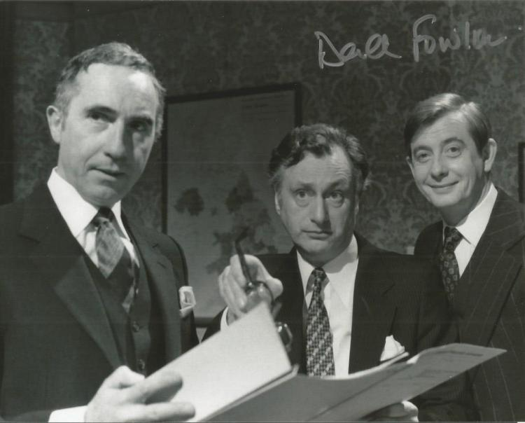 Derek Fowlds signed 10x8 b/w photo from Yes Minist