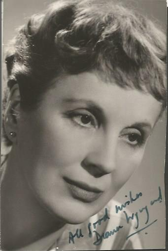 Diana Wynward signed 6 x 4 b/w photo.  Actress Ras