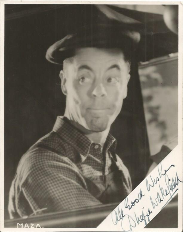 Duggie Wakefield signed 8 x 6b/w photo. British m