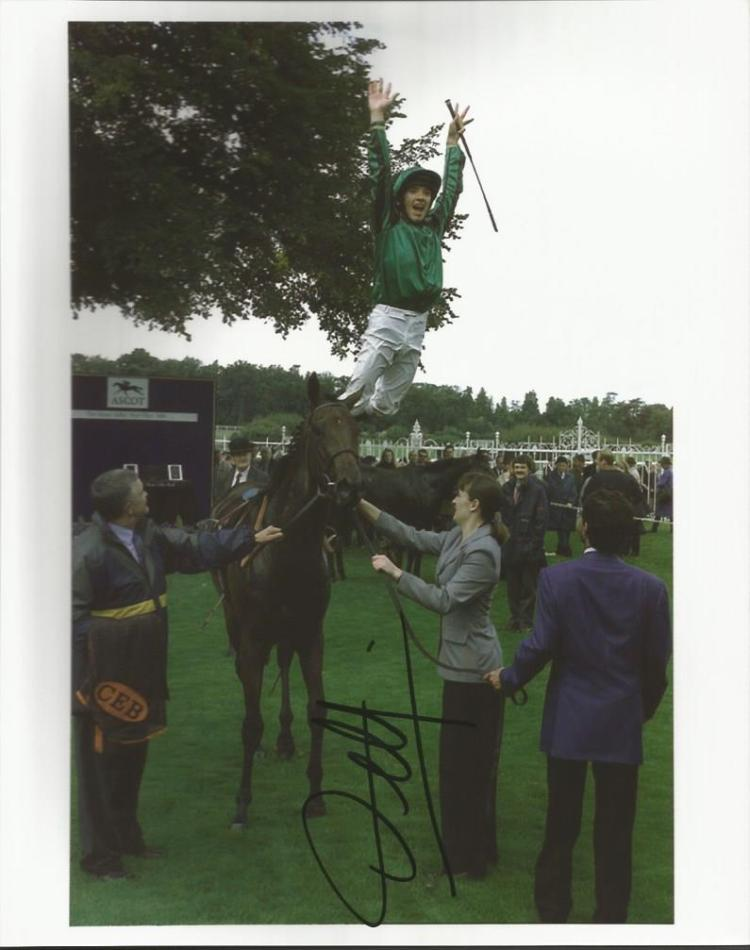 Frankie Dettori signed colour 10x8 photo of him do