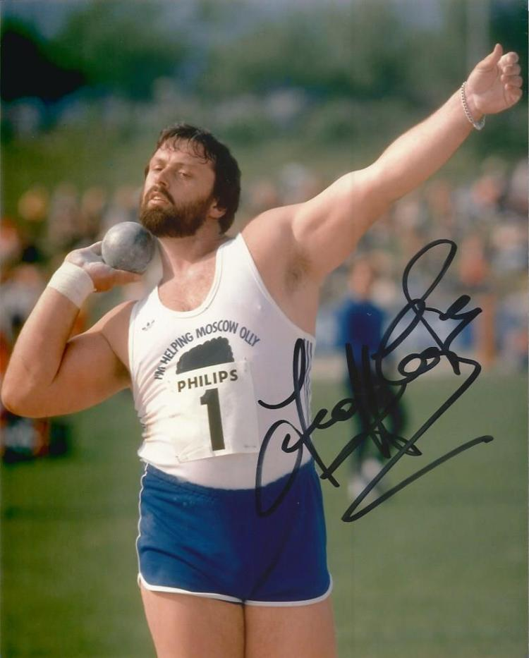 Geoff Capes signed 10x8 color photo champion shot