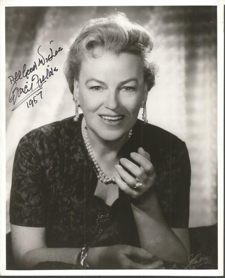 Gracie Fields signed 10 x 8 b/w photo. English act