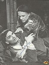 Laurence Olivier signed superb 10 x 8 b/w magazine