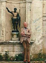 Sir John Gielgud signed smashing 12 x 8 colour