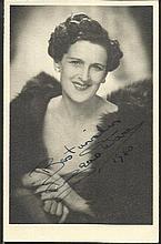 Zena Dare signed vintage 6 x 4 b/w portrait photo.