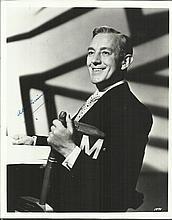Sir Alec Guinness signed 10 x 8 b/w portrait
