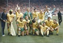 Signed 12 X 8 Photo John Devine, Norwich City Players Pose With The League Cup In Front Of