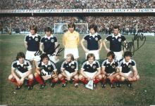 Signed 12 X 8 Photo Scotland 1977, Players Pose For Photographers Prior To A 1 1 Draw With Argentina