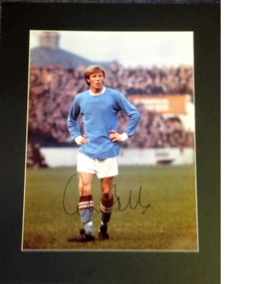 Football Colin Bell 20x16 signed mounted colour photo pictured in Manchester City kit. Bell played