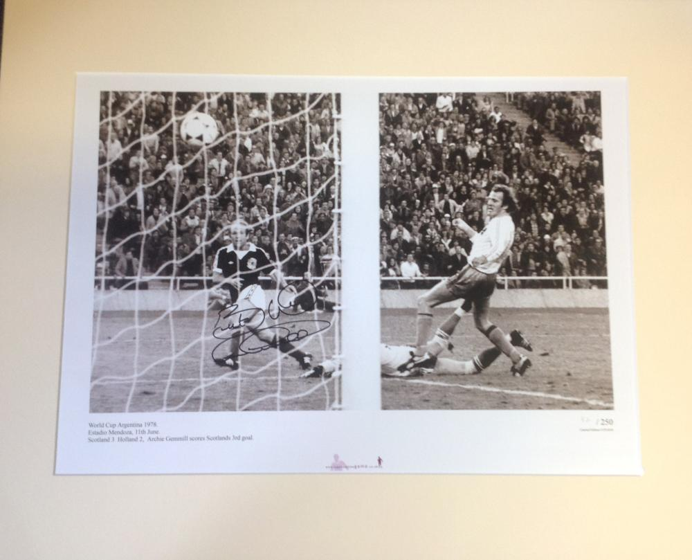 Football Archie Gemmill signed 20x16 mounted b/w photo picture scoring his iconic goal for