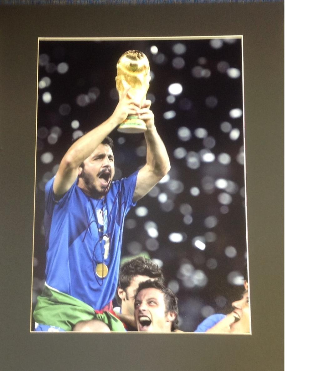 Football Gennaro Gattuso 20x16 mounted colour photo picture celebrating after Italy winning the