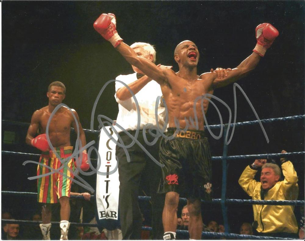 Boxing Steve Robinson 8x10 signed colour photo. Steve Robinson (born 13 December 1968 Cardiff) is