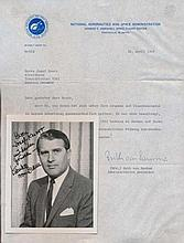 Werner Von Braun signed photo glossy portrait from 1962 with enclosed NASA letter by his secretary certifying authenticity