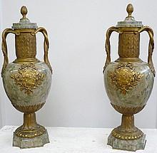 Paire de cassolettes en bronze et marbre jaspé, signée Susse Frères.                                                                              Epoque fin XIXème haut 45 cm