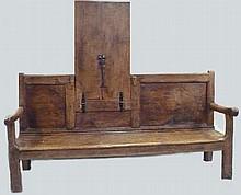 Banc de ferme en chêne à transformation, faisant table basculante.                                                                                   Epoque XIXème 96x200x58 cm