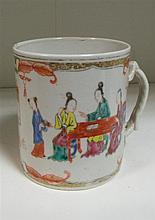 A late 18th/early 19th century mandarin palette mug,
