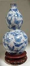 A 20th century blue and white double gourd vase