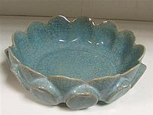 A geyao crackleware bowl, possibly 19th century,