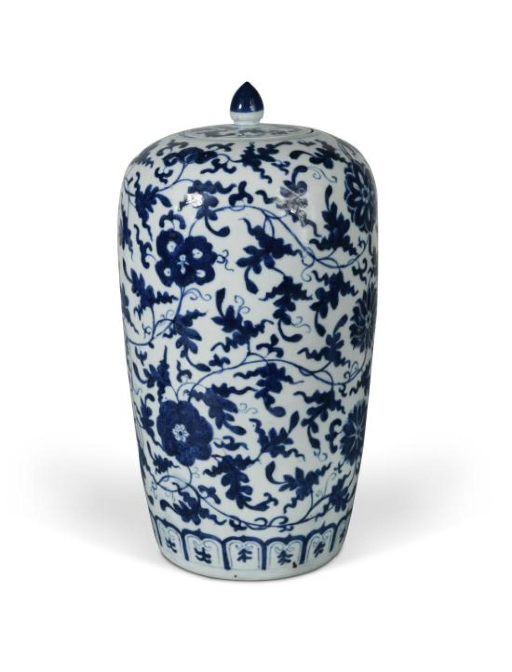 A Chinese blue and white porcelain vase, Qing dynasty, 19th century,
