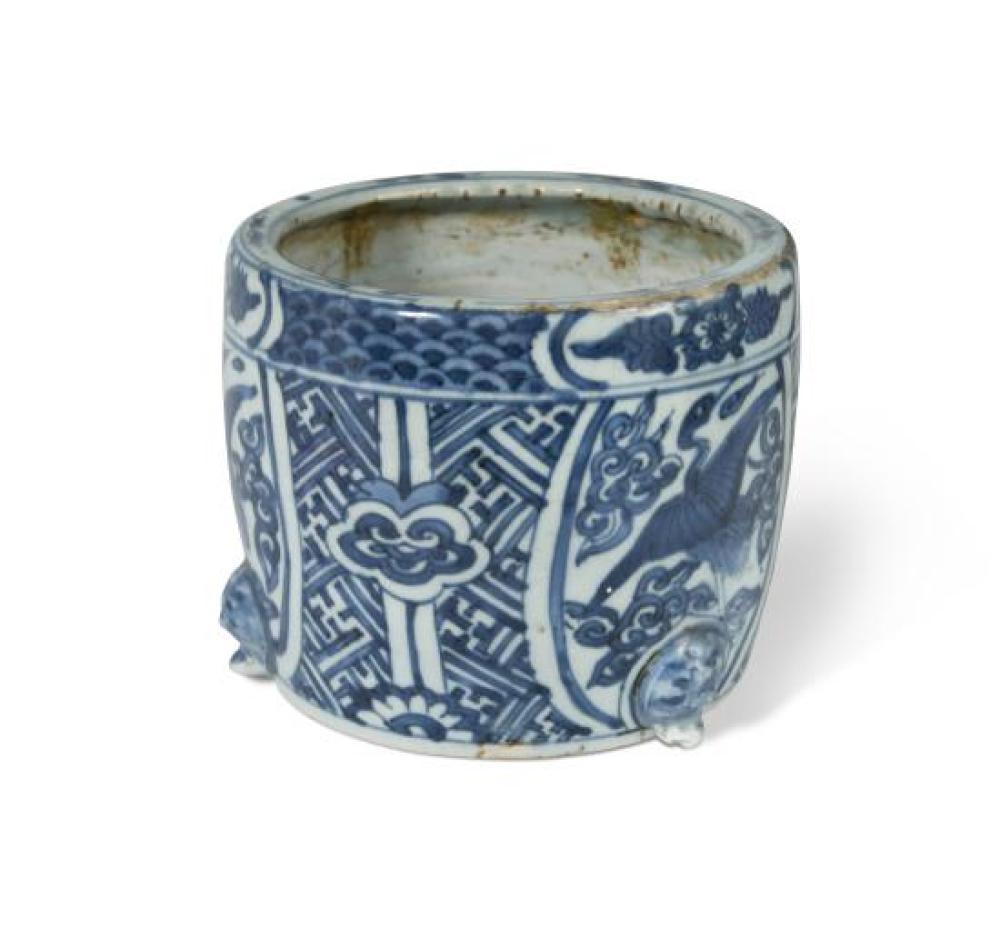 A Chinese blue and white porcelain brush pot, Ming Dynasty, Wanli Period (1573-1619),