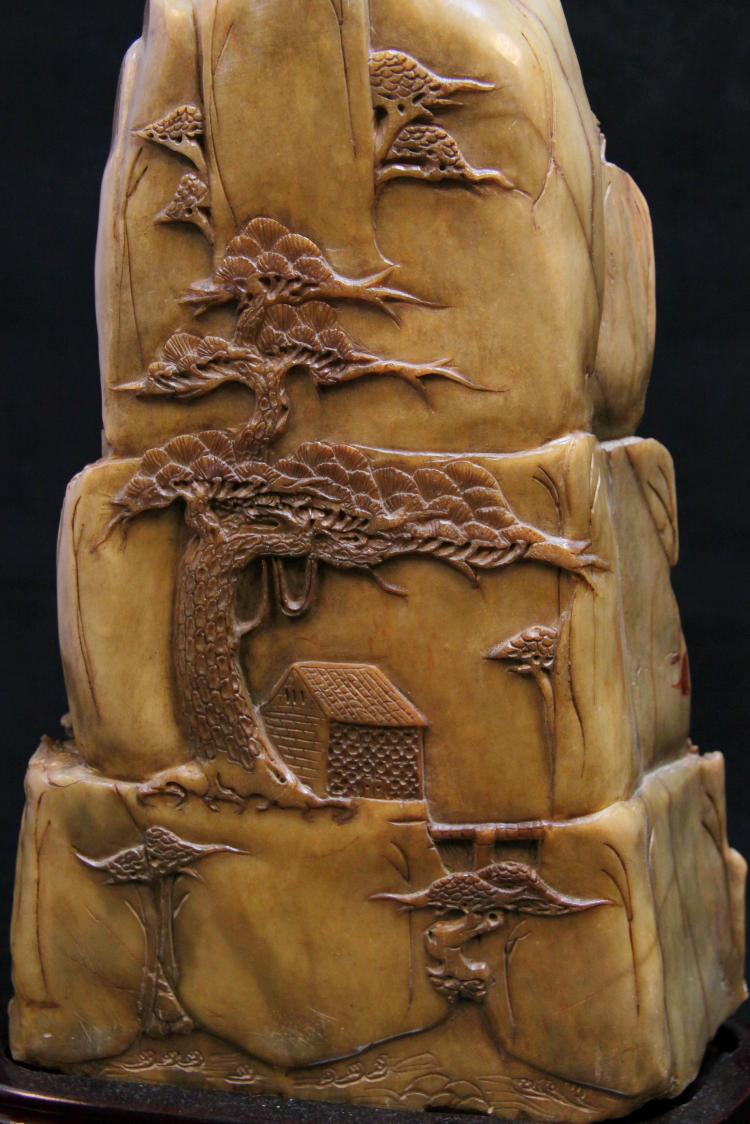Qing dynasty a large carved shoushan stone mountain
