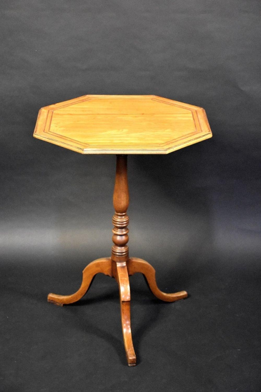 A fine English George III mahogany tilt top occasi…