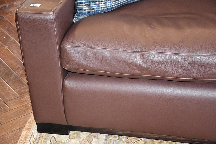 A fine pair of Italian leather three seater settee. Height 90cm, Width 264cm