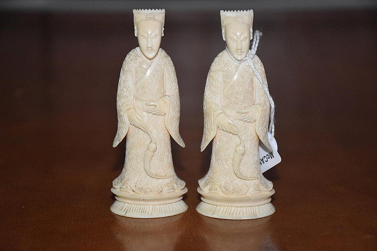 A pair of antique hand carved ivory figures of the noble gents. Height 9cm, Width 3cm