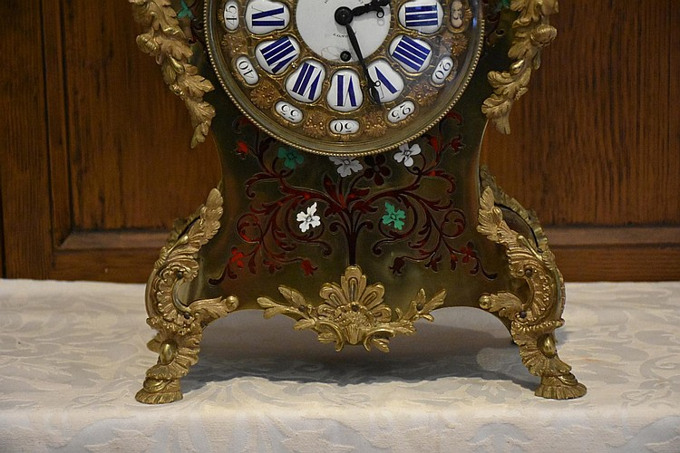 A superb French 19th century boulle salon clock having fine tortoise shell and enamel inlay and lovely ormolu mounts, signed to the dial Payne. Height 53cm, Width 27cm