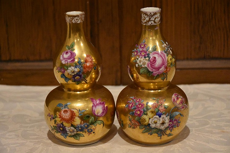 A fine pair of Augustus Rex 19th century gourd shaped gilt wash vases having lovely floral detail. Height 17cm, Width 10cm