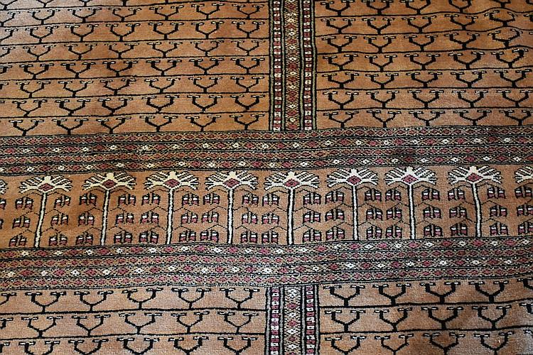 A fine hand woven pure wool Persian carpet having all over geometric design. Length 365cm, Width 270cm
