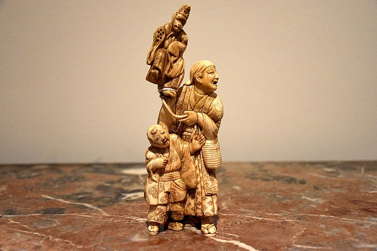 A good Japanese 19th century ivory group depicting the monkey on the man s shoulder. Height 17cm, Width 6cm