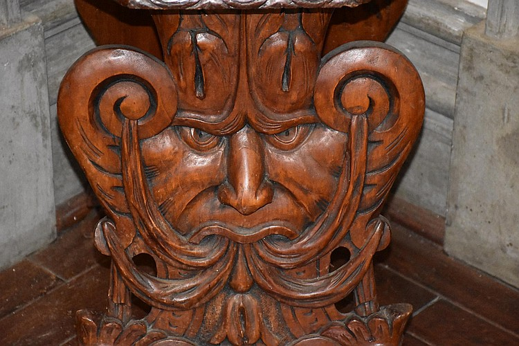 A good quality English hand carved walnut throne chair depicting the lions family crest. Height 127cm, Width 43cm