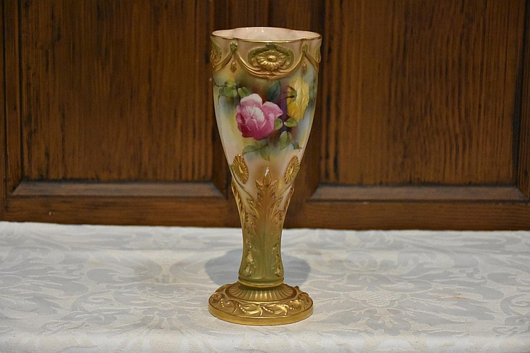A fine English 19th century Royal Worcester chalice having hand painted rose decoration. Height 22cm, Width 8cm