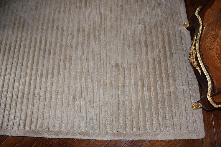 A fine large modern hand woven pure wool rug having geometric design. Length 457cm, Width 417cm
