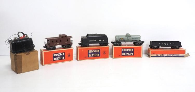(5) Lionel Train Pieces