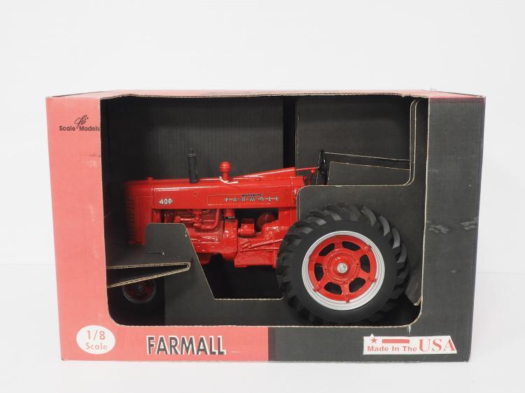 1:8 Farmall 400