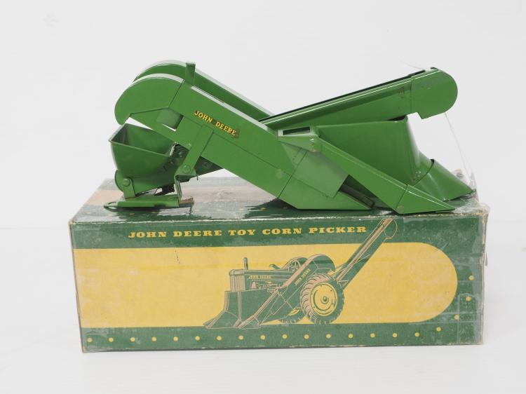 Eska John Deere Picker