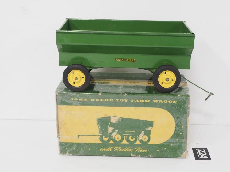 1:16 John Deere Farm Wagon