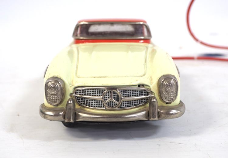 Battery operated mercedes benz for Mercedes benz auxiliary battery price