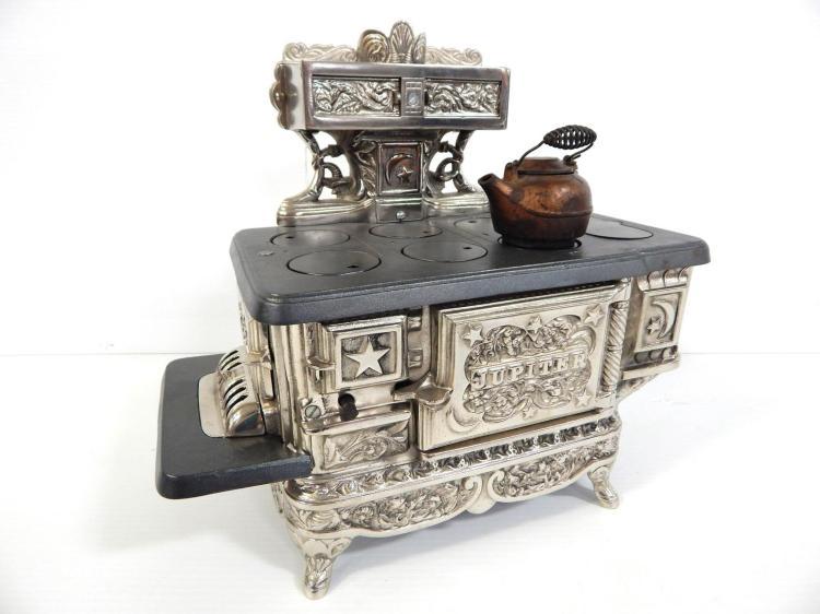 Child-size Jupiter kitchen stove