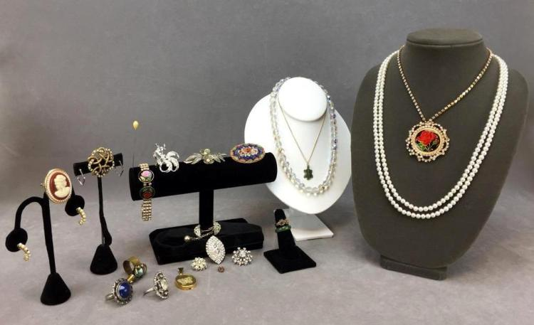 Ornate costume jewelry lot